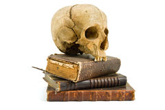 Schädel und alte Bücher Lizenzfreie Stockfotografie