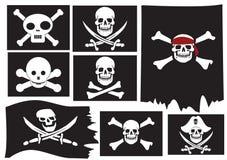 Schädel und gekreuzte Knochen. Piratenmarkierungsfahnen Lizenzfreies Stockfoto
