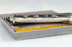 Schädigende Lithium-Ionen-Batterie lizenzfreie stockfotografie