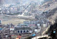 Schädigende Stadt auf Erdbeben Stockfotos
