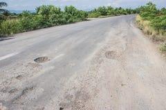 Schädigende Straße in der Landschaft Lizenzfreie Stockfotos