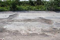 Schädigende Straße in der Landschaft Lizenzfreies Stockfoto