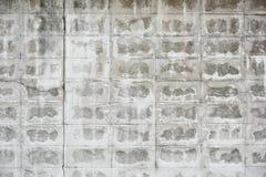 Schädigende weiße Backsteinmauer Stockbild