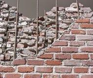 Schädigende Ziegelsteine Stockfoto