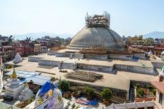 Schädigendes Boudhanath stupa Nepals Erdbeben lizenzfreie stockfotos