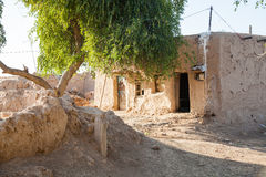 Schädigendes verlassenes Haus Stockfotos