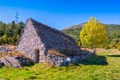 Schäfer ` s Häuser in Bosnien Lizenzfreie Stockbilder