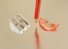 Schärfen eines Bleistifts. Lizenzfreies Stockfoto