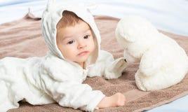 Schätzchen auf Tuch Stockfotos