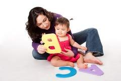 Schätzchen, das Alphabet ABC erlernt Stockbild