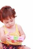 Schätzchen, das mit Spielwaren spielt Lizenzfreie Stockfotografie