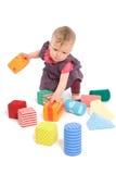 Schätzchen, das mit Spielzeugblöcken palying ist Lizenzfreies Stockbild