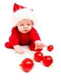 Schätzchen, das mit Weihnachtsdekoration spielt Lizenzfreie Stockbilder