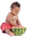 Schätzchen, das Wassermelone isst Lizenzfreie Stockfotografie
