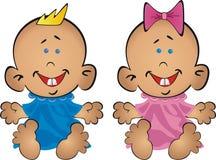 Schätzchen der Junge und das Mädchen sitzen auf Priestern Stockbild