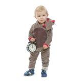 Schätzchen in der Sankt-Rotwildkostüm-Holdingalarmuhr Lizenzfreie Stockfotos
