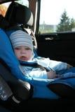 Schätzchen im Autositz Stockbild