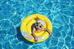 Schätzchen im Pool Lizenzfreie Stockbilder
