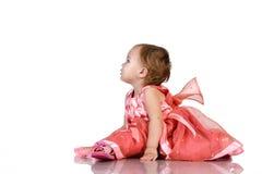 Schätzchen im rosafarbenen Kleid lizenzfreie stockfotos
