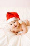Schätzchen im Weihnachtshut lizenzfreies stockbild