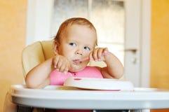 Schätzchen isst stockfotografie