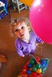 Schätzchen mit Ballonen Stockfotografie
