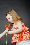 Schätzchen mit einer Blume Stockfotos