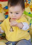 Schätzchen mit Glocke stockfoto