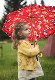 Schätzchen mit Regenschirm Lizenzfreies Stockbild