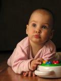 Schätzchen mit Spielzeug Stockfotografie