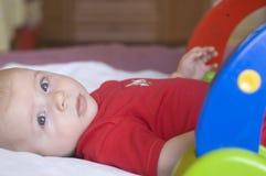 Schätzchen mit Spielzeug Lizenzfreie Stockfotografie
