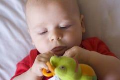 Schätzchen mit Spielzeug Stockbild