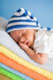 Schätzchen-Nahaufnahmeportrait Schlafens neugeborenes stockfotografie