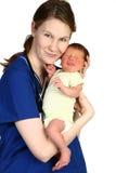 Schätzchen neugeboren und Krankenschwester Lizenzfreie Stockfotos