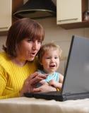 Schätzchen und Großmutter Lizenzfreies Stockfoto