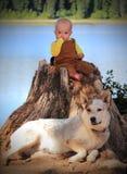 Schätzchen und Hund Lizenzfreie Stockfotografie