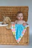 Schätzchen und Teddybär Lizenzfreies Stockfoto