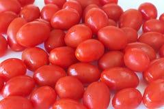 Schätzchenrosa-Tomaten auf Weiß Lizenzfreie Stockfotos