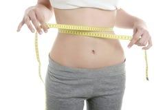 Schön in der Formfrau, gelbes Bandmeßinstrument Lizenzfreies Stockfoto