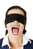 Schön erschrecken Sie junge mit verbundenen Augen Frau stockfotos