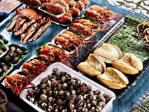 Schön essen Sie in Thailand Sich hin- und herbewegender Markt bangkok lizenzfreie stockbilder