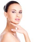Schön  Gesicht der jungen hübschen Frau mit frischer Haut Lizenzfreies Stockfoto