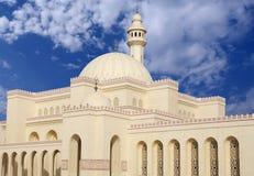 Schön konzipierte Al Fateh Moschee in Bahrain Stockbilder