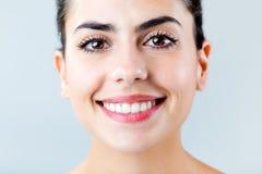 Schön mit perfektem Lächeln Lokalisiert auf Weiß Stockfotografie