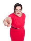 Schön plus die Größenfrau in den Gläsern Finger auf Sie zeigend Lizenzfreie Stockfotografie