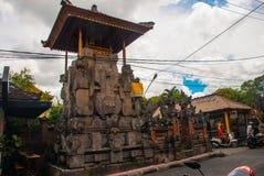 Schön verziert mit traditionellem Balineseeingang zum Haus Ubud Lizenzfreie Stockfotografie