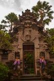 Schön verziert mit traditionellem Balineseeingang zum Haus Ubud Stockfotografie