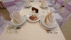 Schön verzierte Tabelle im Restaurant stock video footage