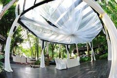 Schön verzierter Pavillion für Hochzeit Stockfotografie