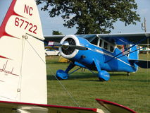 Schön wieder hergestellte dreißiger Jahre antikisieren Passagierflugzeug Howards DGA 15 Stockfotos